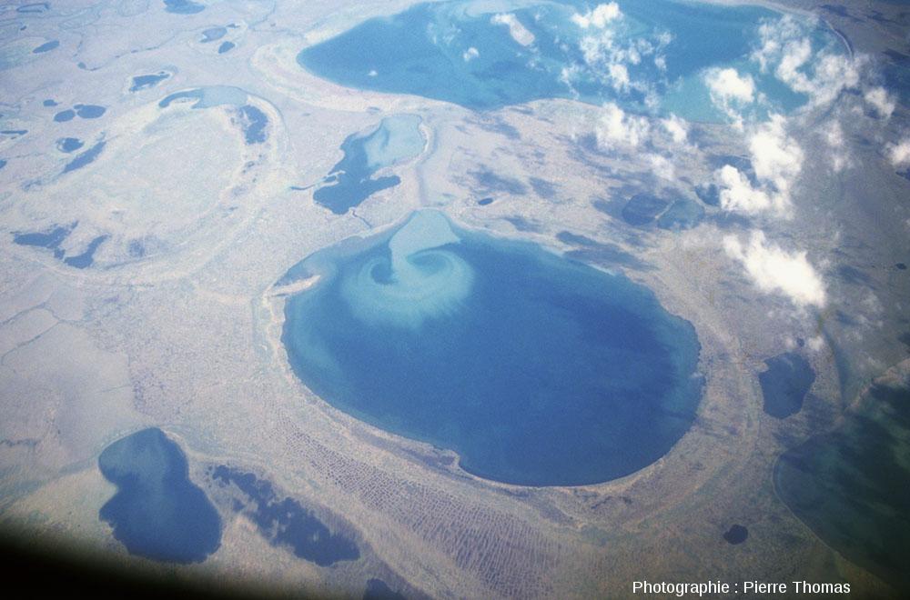 Vue aérienne d'un tourbillon dans un lac Sibérien