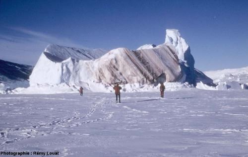 Stries sur un iceberg, Terre Adélie.