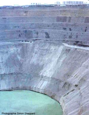 Vue de la mine diamantifère de Mir Mirny, Sibérie