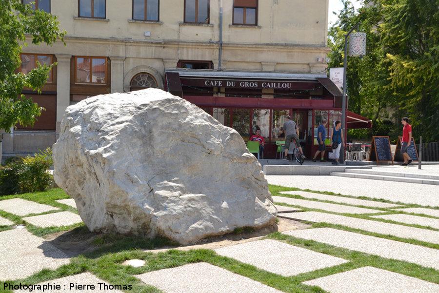 Le gros caillou de la croix rousse planet terre for Gros cailloux decoratif