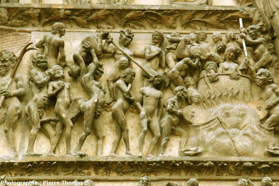 Détail du portail Ouest de la cathédrale de Bourges: une vision de l'Enfer