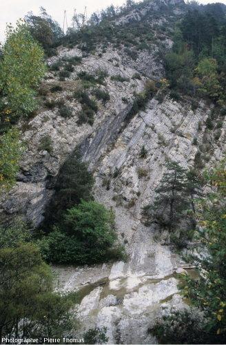Vue générale de la limite Crétacé-Tertiaire à la Clue des Miolans, Haut-Var (Alpes maritimes)