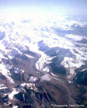 Vue aérienne des montagnes d'Alaska