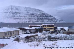 Empilement de coulées basaltiques d'âge mio-pliocène, de plus de 500m d'épaisseur dans un fjord au NO de l'Islande