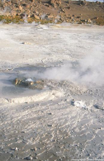 Source chaude et dépôts de silice