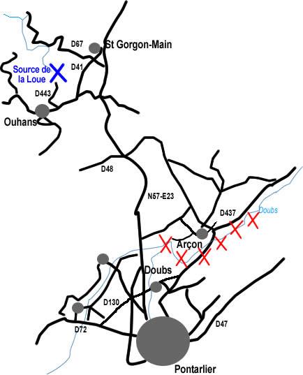 Carte simplifiée de la région de la source de la Loue (croix bleue) et des zones de pertes l'alimentant (série de croix rouges)