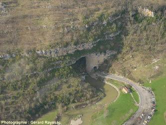Vue aérienne sur la perte du Mas d'Azil