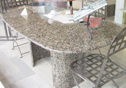 Table en granite rapakivi