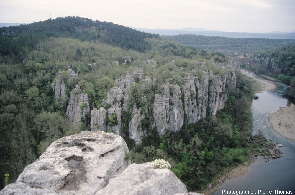 Vue générale du karst de la vallée du Chassezac (Ardèche)