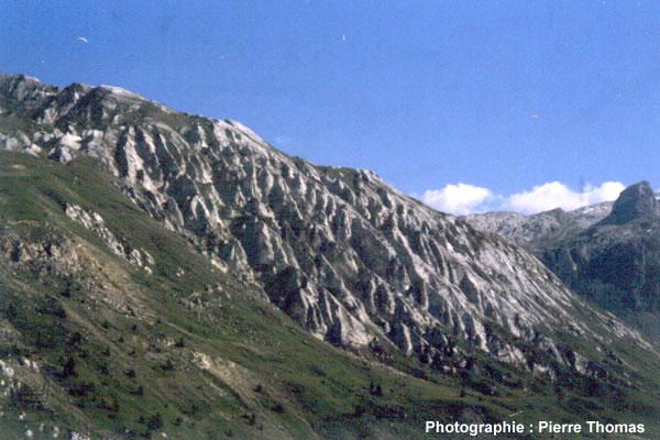 Gypse du trias supérieur du massif de la Vanoise (Savoie) affecté par des figures de dissolution (rigoles)