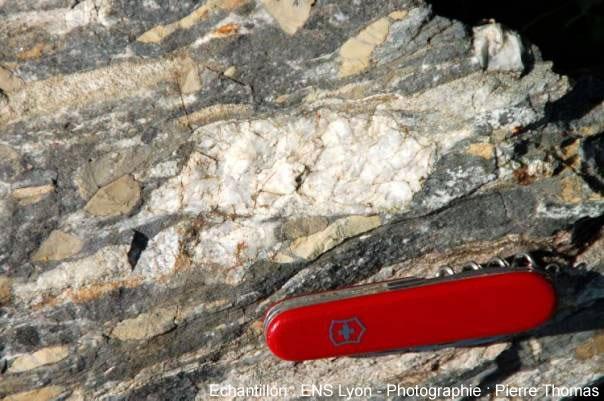 Détail d'un ancien galet de quartz