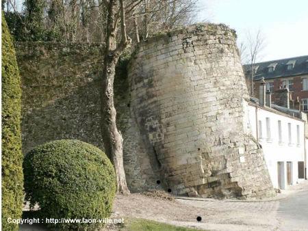 Tour penchée de Laon