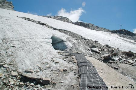 Entrée de la grotte, vue 3D des strates de glace, glacier de la Chiaupe