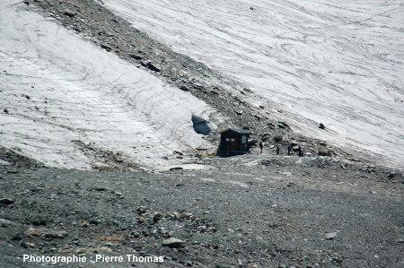 Entrée de la grotte et stratification externe, glacier de la Chiaupe
