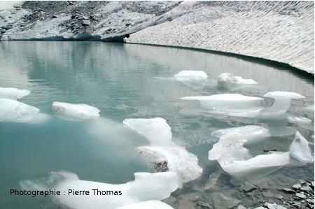 Icebergs au pied du glacier de Bellecôte (Savoie)