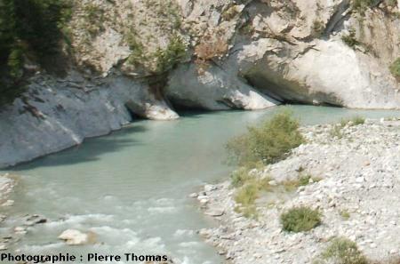 Cavités de dissolution dans les berges de l''Arc, Alpes