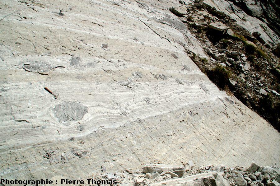 Même affleurement, avec un peu de recul, boudinage et déflection, Bramans (Savoie)
