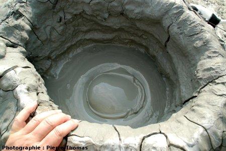 Bulle de gaz arrivant au fond du cratère du volcan 1, Nirano (Émilie Romagne)