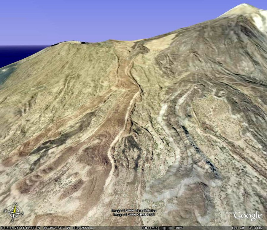 Vue du flanc SO du Teide, avec coulées et moraines