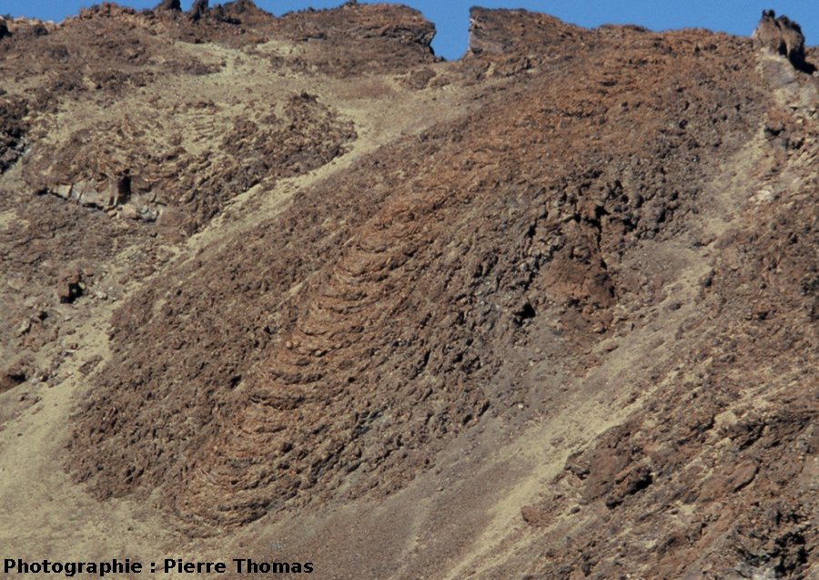 Vue de rides de progression courbes : coulée du flanc SE du Teide (Canaries)