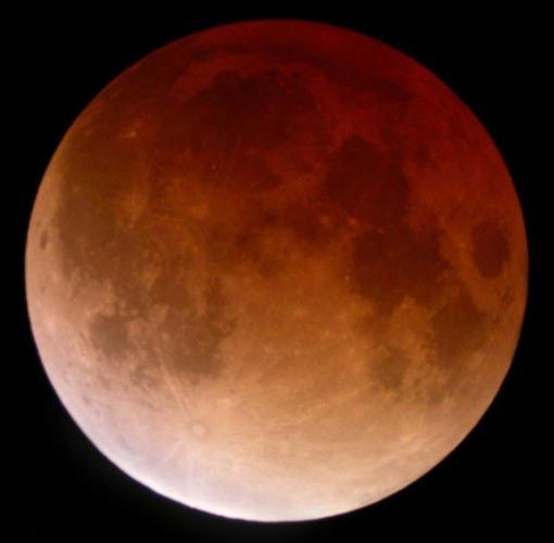 La Lune totalement éclipsée lors de l'éclipse de novembre 2003