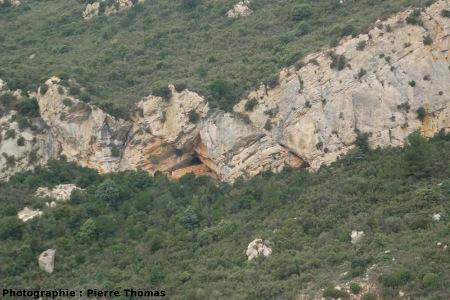 Failles normales affectant une couche du Crétacé inférieur, Padern (Aude)