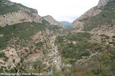 Vue de la vallée où se situent ces failles normales, Padern (11)
