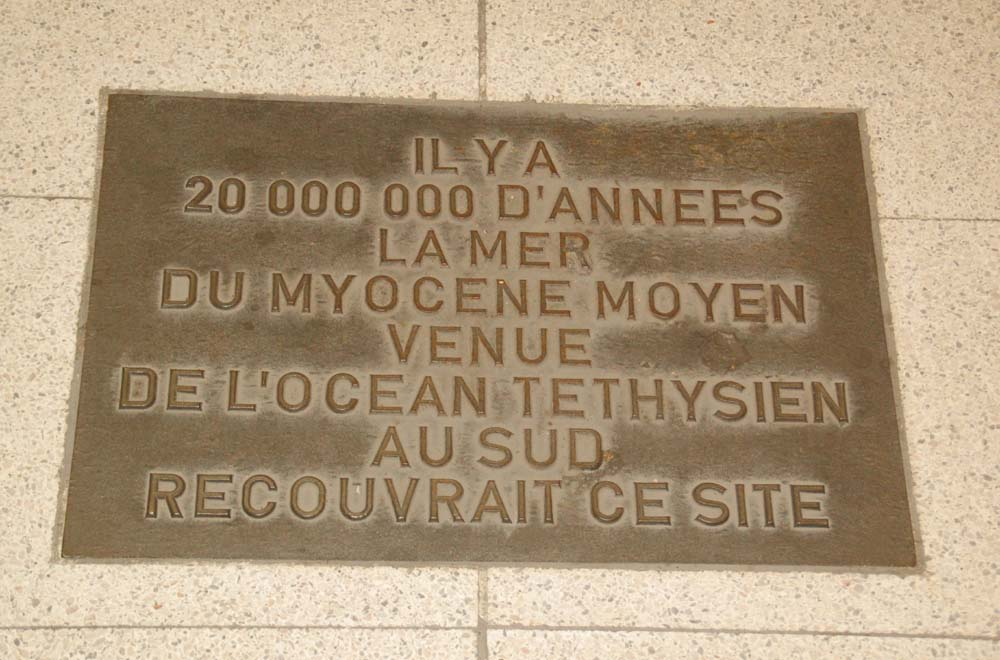 Une faute d'orthographe géologique coulée dans le bronze