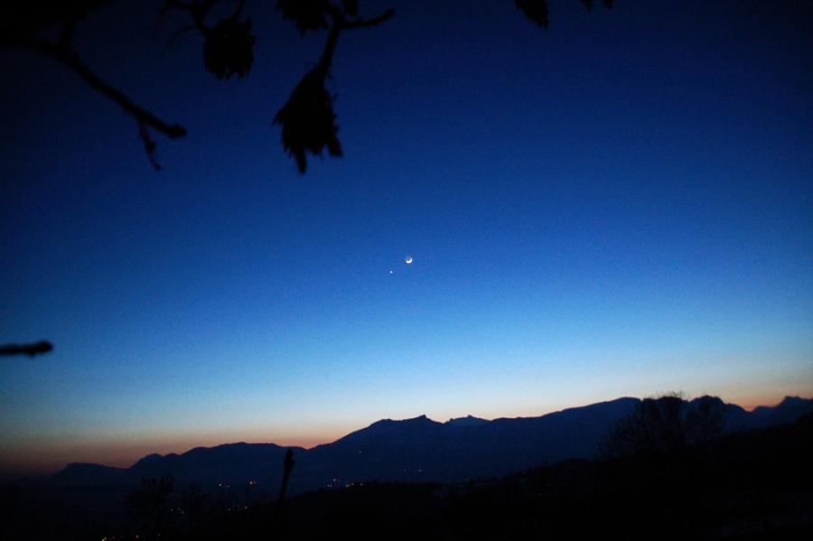 La conjonction Lune-Vénus du 19 février 2007, dans le paysage