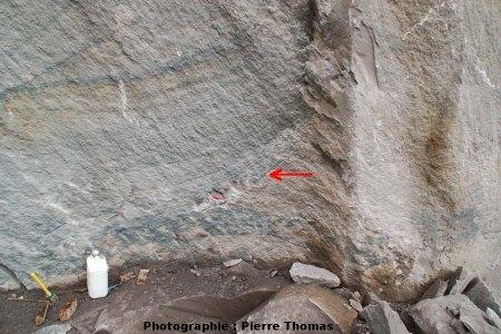 Affleurement métrique à cristaux d'hématite déposés par des fumeroles, Puy de la Nugère (63)