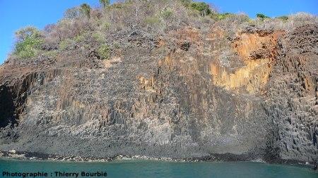 Les orgues basaltiques de l'île Mitsio (Madagascar): autre vue générale