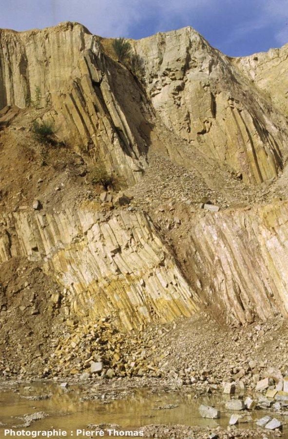 La carrière de Montauté et ses prismes de rhyolite, Montreuillon (Nièvre)