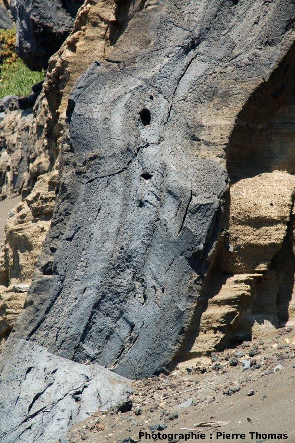 Gros plan sur la section du dyke, Volcan du Capélinhos, Faial, Açores