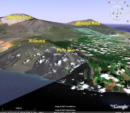 Image Google Earth du site de l'ex village de Kalapana (flèche rouge) envahi par la lave entre 1990 et 1992, Hawaii