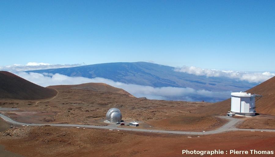 Versant Nord du Mauna Loa (4170 m), vu du sommet du Mauna Kea (4205 m), Hawaii
