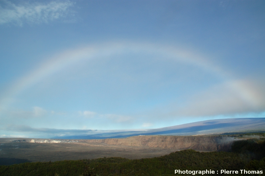 Arc-en-ciel sur le Mauna Loa, Hawaii