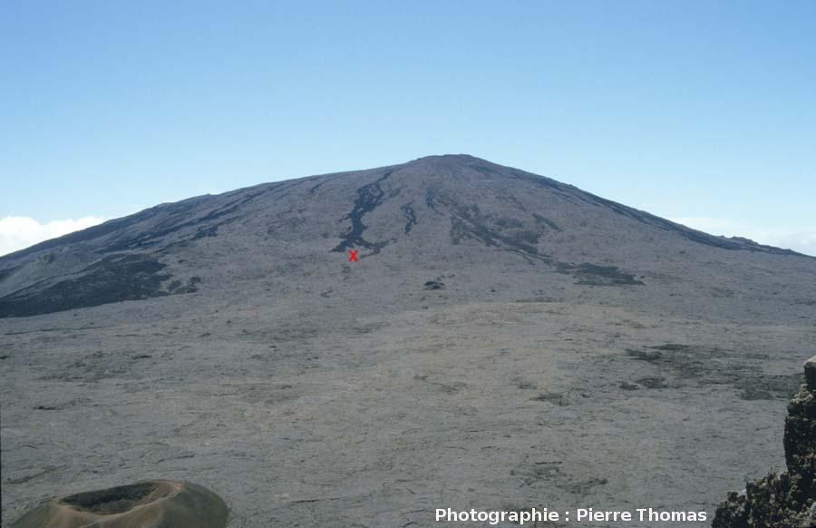 Le Piton de la Fournaise (2631m) vue du Pas de Bellecombe, le seul exemple français de volcan bouclier actif, La Réunion