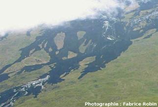 Zoom sur les kipukas de la coulée de 2004, flanc Est du Piton de la Fournaise (La Réunion)