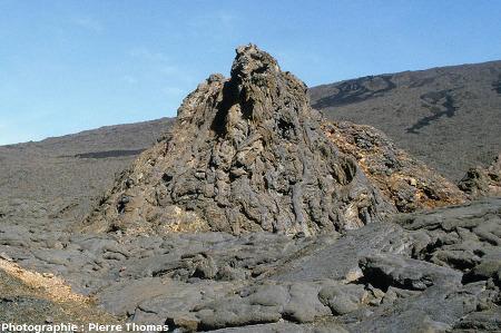 Hornitos avec une morphologie de surface de lave en tripes, Enclos Fouqué, Piton de la Fournaise, île de la Réunion