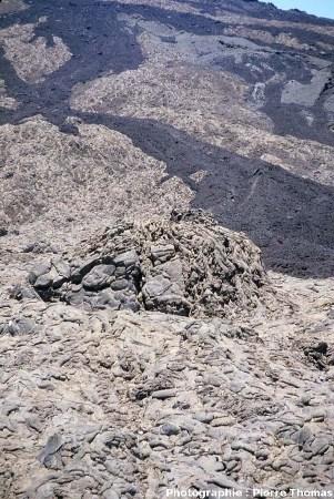 Tumulus de lave en tripes, Enclos Fouqué, Piton de la Fournaise, île de la Réunion.