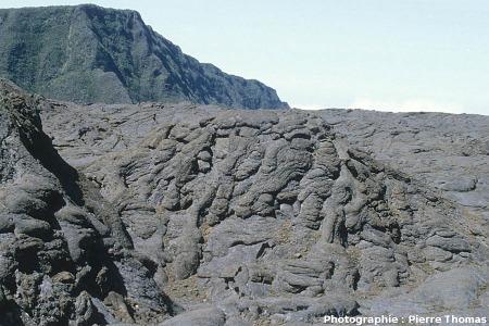 Tumulus de lave en tripes, Enclos Fouqué, Piton de la Fournaise, île de la Réunion