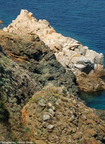 Contact granite / pillows, non loin de la Madone, Marciana Marina, île d'Elbe (Italie)