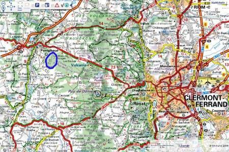 Localisation (cercle bleu) à plus petite échelle du site de prise de vue de la cheire du Puy de Côme, Chaîne des Puys