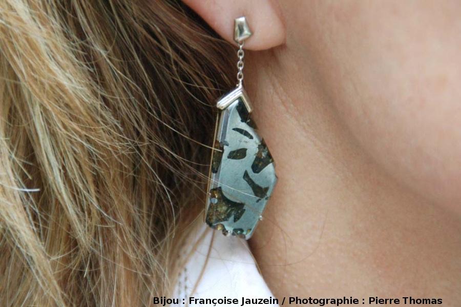 Boucle d'oreille en pallasite