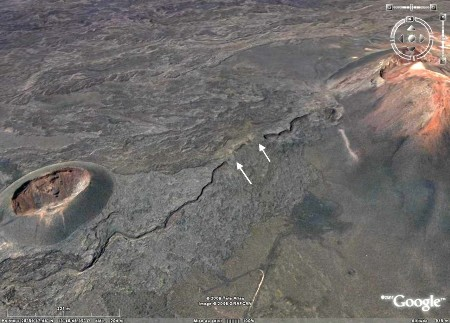 Vue Google Earth d'un tunnel de lave non complètement, coulée de 1730 à 1736, Parc national de Timanfaya (Lanzarote, Canaries)