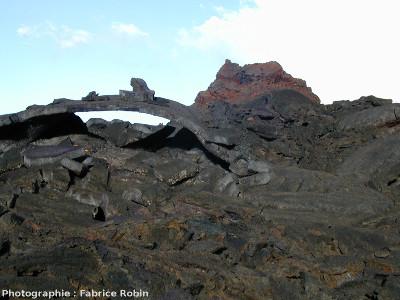 Tunnel de lave presque totalement effondré, Enclos Fouqué, Île de La Réunion