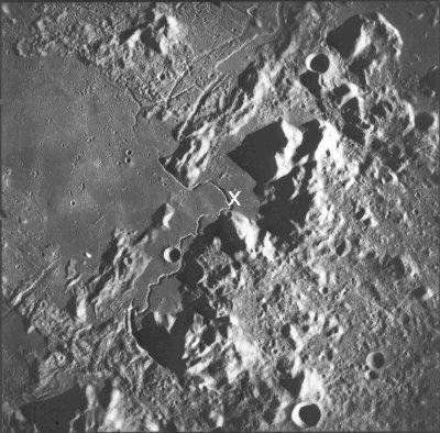 Vue verticale du sillon Hadley (Hadley rille) de 120km de longueur, Lune