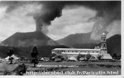 La basilique de San Juan Parangaricutiro et le village avoisinant (Mexique), 1943-1944