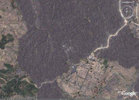 Vue plus lointaine sur les ruines de basilique de San Juan Parangaricutiro (Mexique)