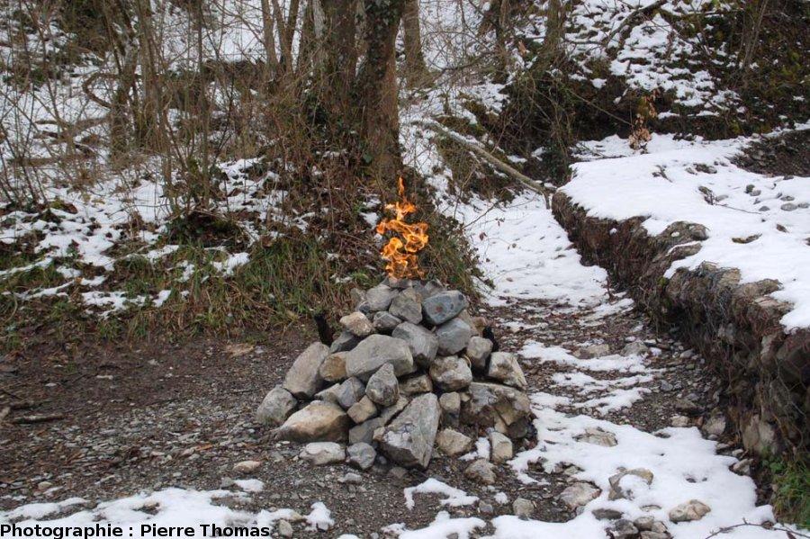"""La """"Fontaine Ardente"""" (méthane), hameau de La Pierre, le Gua, Isère, état en mars 2008"""